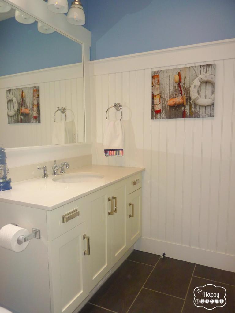 Main Bathroom at thehappyhousie