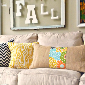 burlap floral strip pillow full DIY tutorial at thehappyhousie