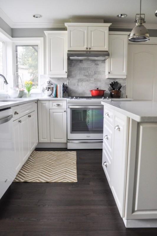 Amazing Builder Basic Kitchen Makeover {Suburble}