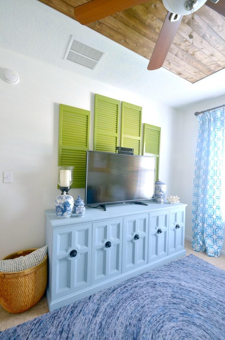 Ways to Go Coastal Palm-Beach-Coastal-Decor-Living-Room