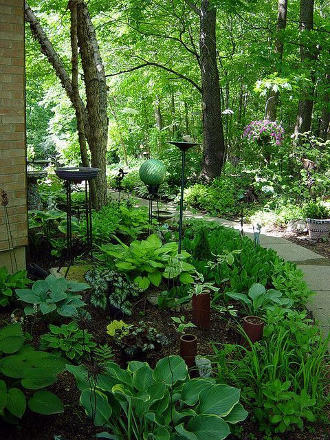 Stunning Shade Gardens | The Happy Housie on Shady Yard Ideas id=55459