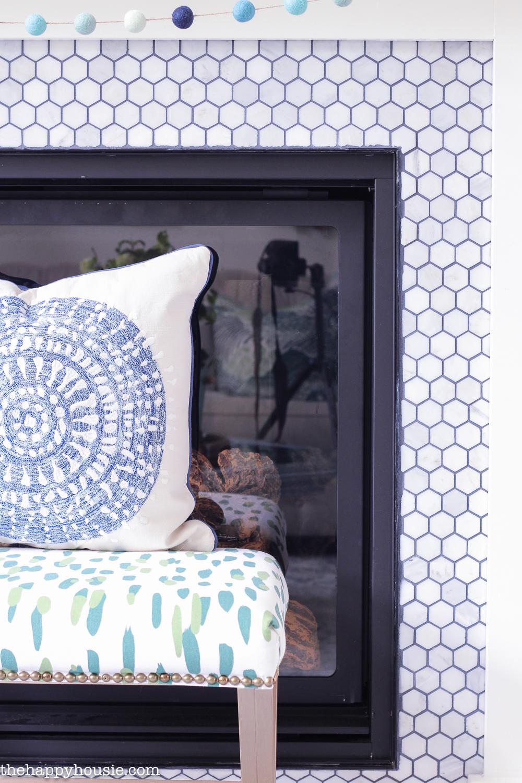 33 Cheerful Summer Living Room Décor Ideas: Beachy Blue & Green Summer Living Room Tour