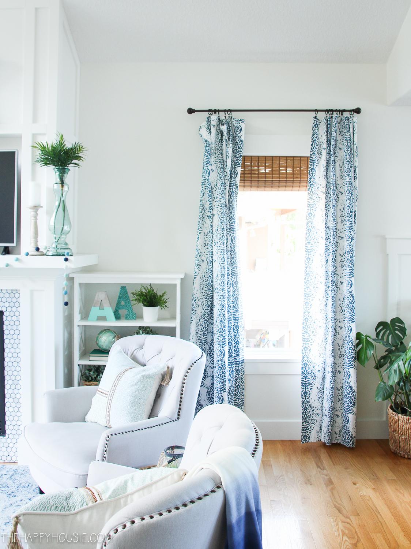 33 Cheerful Summer Living Room Décor Ideas: Beachy Blue Summer Living Room Tour